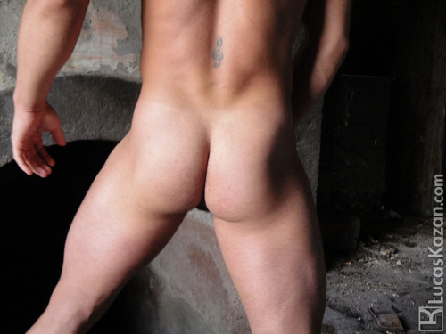 lucas-kazan-naked-butt-men