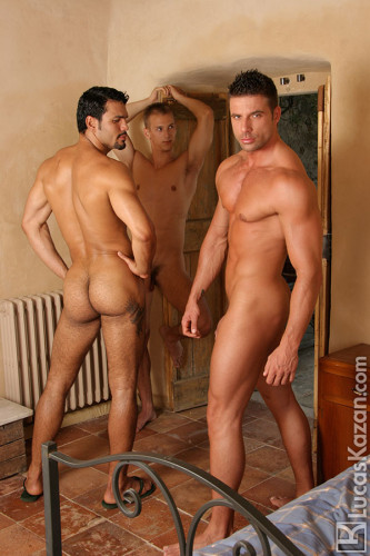 muscle-guys-butt-naked