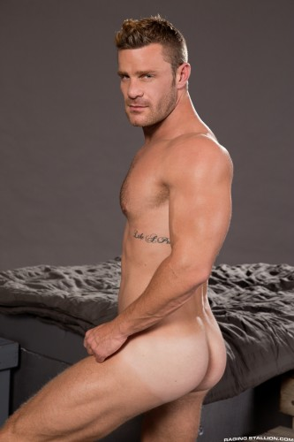 muscle-muscular-butt-ass-men-man-hunks-studs-horny (4)