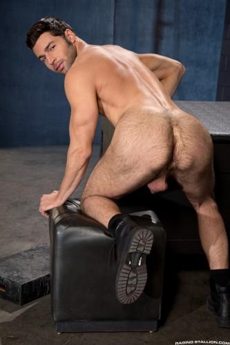 muscle-muscular-butt-ass-men-man-hunks-studs-horny (7)