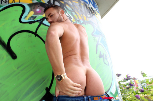 butt-naked-men-uk-euro-guys-ass-nude (4)